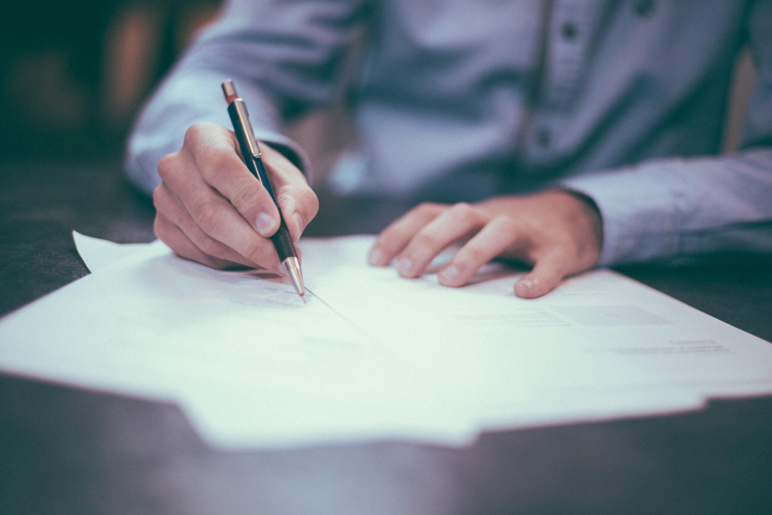 Advokaat esitas 11. juunil 2021. a Pärnu Haigla vastu hagi töölepingu erakorralise ülesütlemise tühisuse tuvastamiseks.